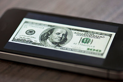 Smartphone displaying image of one-hundred dollar bill - p623m923110f by Gabriel Sanchez