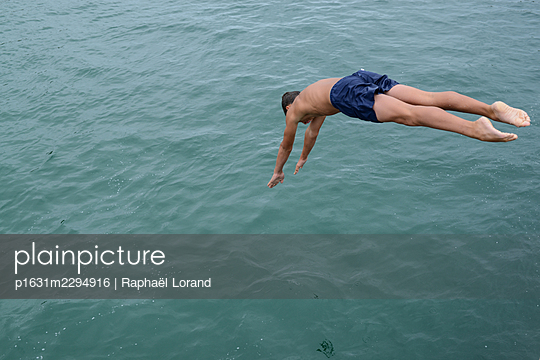 Dive - p1631m2294916 by Raphaël Lorand