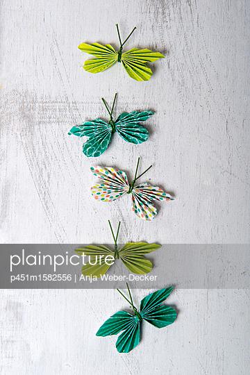 Papierschmetterlinge - p451m1582556 von Anja Weber-Decker