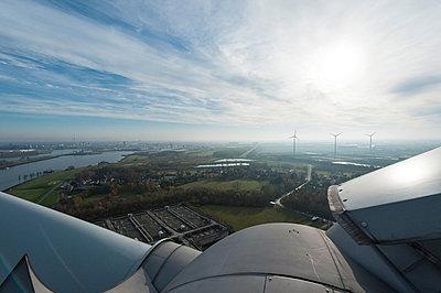 Windpark in Bremen - p1079m881330 von Ulrich Mertens