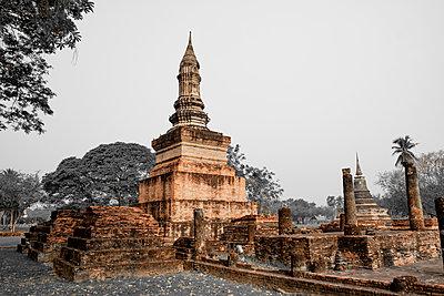 Thailand, Sukhothai, Sukhothai Historical Park, Pagoda - p300m1587797 von Hartmut Loebermann