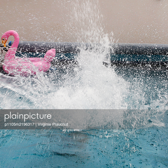 Splashing around in the pool - p1105m2196317 by Virginie Plauchut