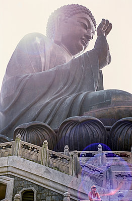 Buddha in Hongkong - p741m892090 von Christof Mattes