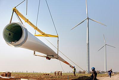 Aufbau eines Windrades - p1099m1526271 von Sabine Vielmo