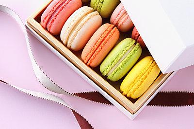 Macarons - p307m1116529f by Naho Yoshizawa