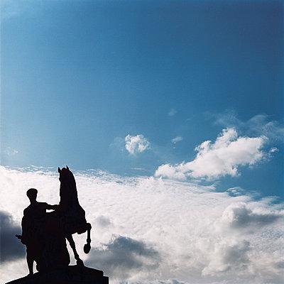 Statue an der Pont d'Iéna - p1270m1114492 von Sandrine Expilly