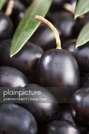 Schwarze Oliven - p1261m1124577 von tromp l'oeil