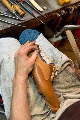 Bespoke shoes - p1216m2260953 von Céleste Manet
