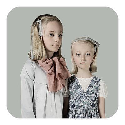 Emma&Laura - p1233m1540053 by Cécile Decorniquet