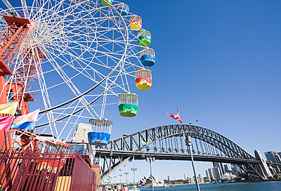 A ferris wheel and sydney harbour bridge - p9248626f by Image Source