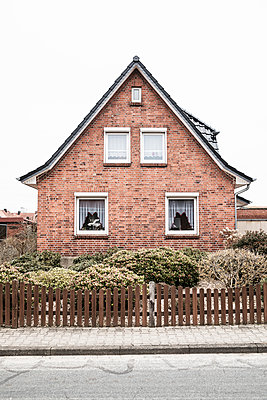 Single-family-house with brick front - p1222m1585897 by Jérome Gerull