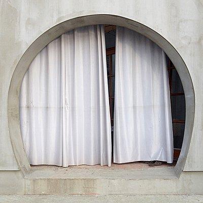 Runder Eingang mit Vorhang - p1401m2260702 von Jens Goldbeck