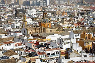 Spain, Andalusia, Sevilla, Torre Giralda, cityscape - p300m1470157 by Hartmut Loebermann