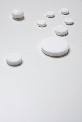 Verschiedene weiße Tabletten - p4540987 von Lubitz + Dorner