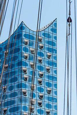 Glasfassade - p488m1445816 von Bias