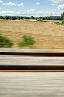 Bahnfahrt über Land - p1096m1028515 von Rajkumar Singh