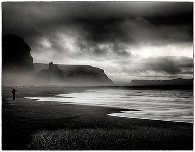 Sturmwolken an der Küste - p1154m1110132 von Tom Hogan