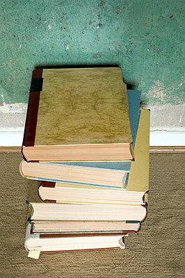Bücherstapel - p3050141 von Dirk Morla