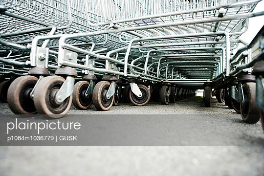 Shopping carts in a parking lot - p1084m1036779 by GUSK