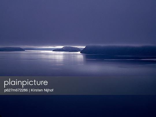 Lake Hawea mit mystischer Wolkendecke - p627m672286 by Kirsten Nijhof
