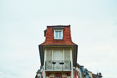 House with roof and balcony - p1312m2164034 by Axel Killian