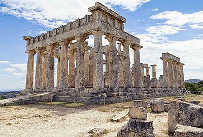 Greece, Aegina, view to ruin of temple of Aphaea - p300m1579377 von Maria Maar
