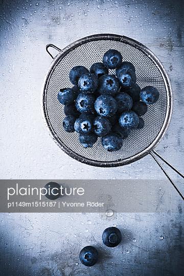 Blueberries - p1149m1515187 by Yvonne Röder
