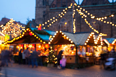Germany, Bremen,  Christmas market at the market place - p300m1019020f by Wilfried Wirth