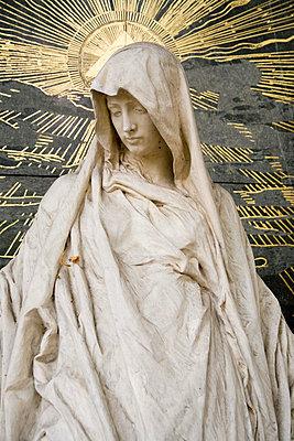 Weibliche Friedhofsstatue - p3300230 von Harald Braun