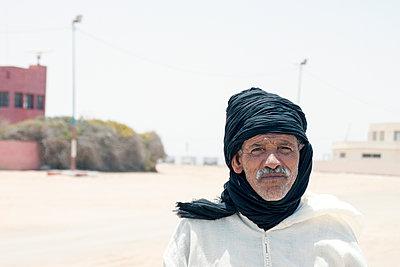 Portrait eines Tuareg - p754m1445587 von Valea Diller-El Khazrajy