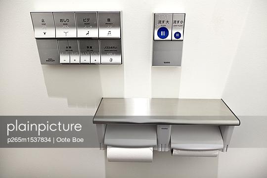 Toilet - p265m1537834 by Oote Boe