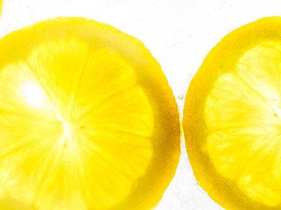 Zitronenscheiben - p401m2168780 von Frank Baquet