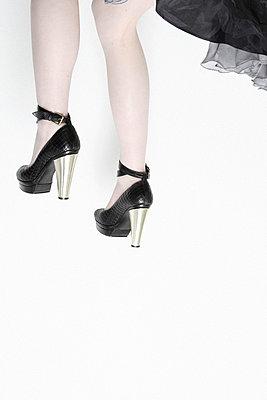 Beine einer Frau - p567m720833 von Maria Stijger