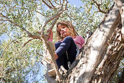 Girl on a tree - p699m1525701 by Sonja Speck