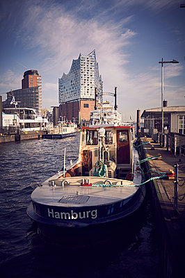 Harbour of Hamburg - p851m2077237 by Lohfink