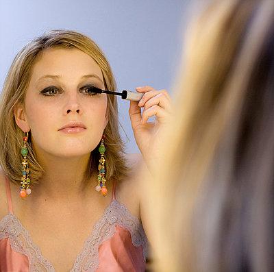 Make up - p974m661470 by Volker Banken