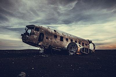 Flugzeugwrack - p979m1072031 von Sabine Skiba