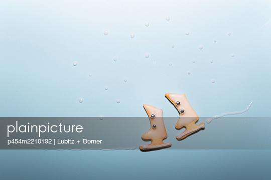 Schlittschuhlaufen - p454m2210192 von Lubitz + Dorner