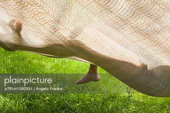 In der Hängematte - p781m1092931 von Angela Franke