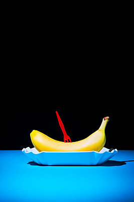 Fast food banana - p1149m2089357 by Yvonne Röder