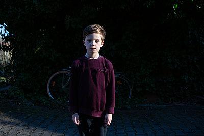 Portrait eines Jungen - p1308m2280056 von felice douglas