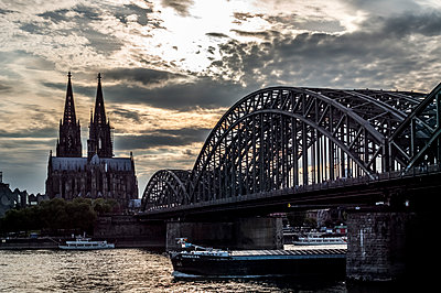 Cologne in the sunset - p401m1425768 by Frank Baquet