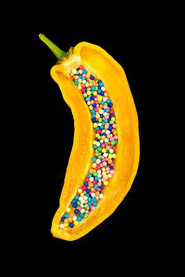 Paprika mit Zuckerperlen - p451m1589267 von Anja Weber-Decker