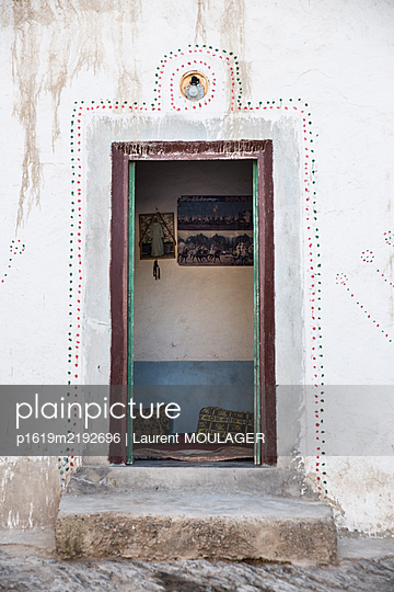 Decorated door opening in a rural farm in Morocco - p1619m2192696 by Laurent MOULAGER