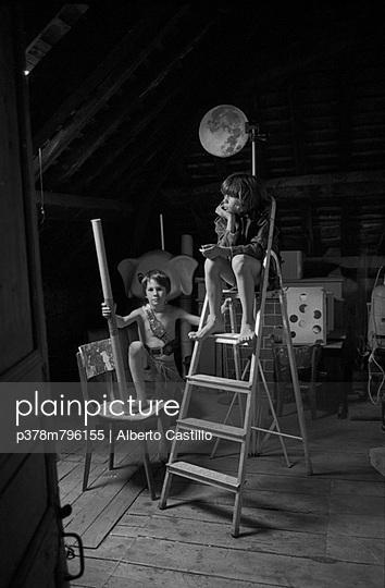 Two boys one moon - p378m796155 by Alberto Castillo
