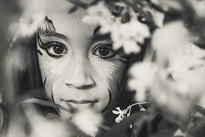 Little girl with painted face - p1150m1194429 by Elise Ortiou Campion