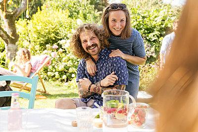 Gartenparty - p788m2027422 von Lisa Krechting