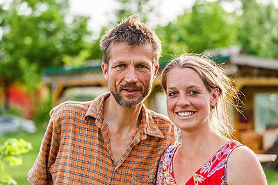 Happy couple - p867m1051273 by Thomas Degen