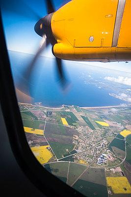 Fensterplatz in einem Flugzeug - p1418m1571969 von Jan Håkan Dahlström