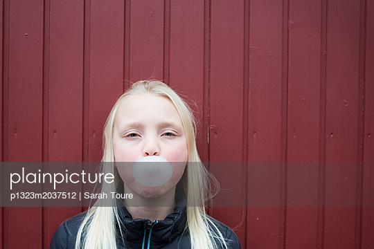 p1323m2037512 by Sarah Toure
